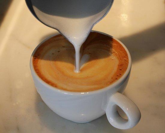 Μικρόν Coffee Corner: cappuccino