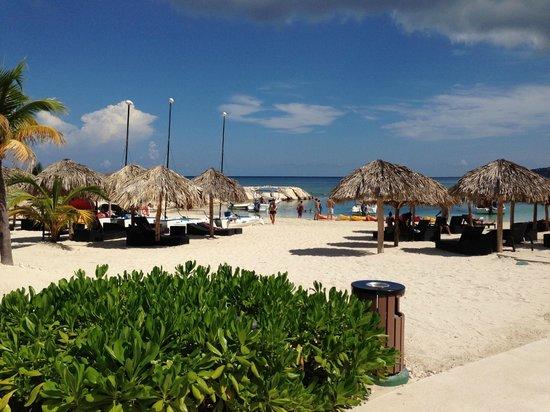 Secrets St. James Montego Bay: Beach Area