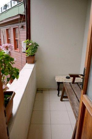 Tashkonak Hotel : The nice balcony of room No.301