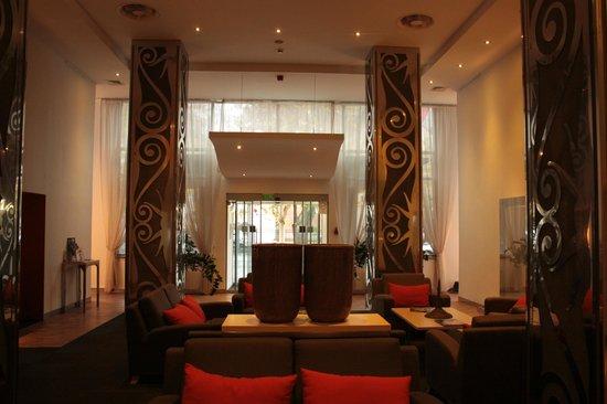 Mamaison Hotel Andrassy Budapest: entrée de l'hotel