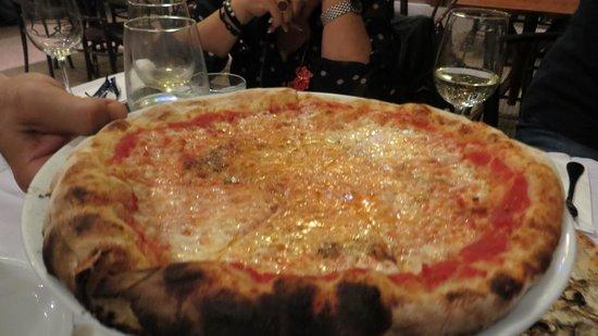 Lucca: pizza napolitana