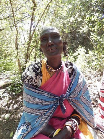 Eagle View, Mara Naboisho: Beautiful Maasai Women who creates jewelry