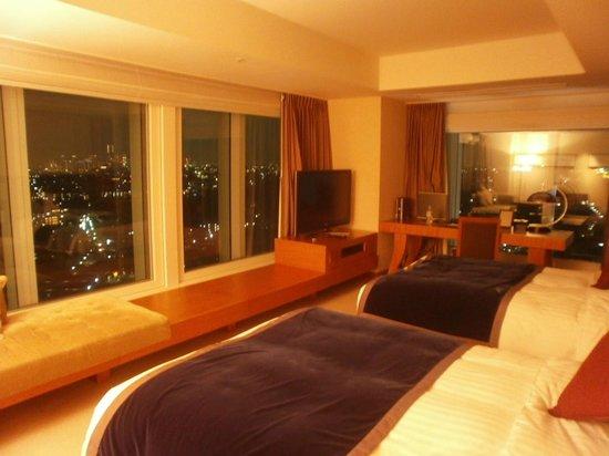 Hotel Associa Shin-Yokohama: 大きな窓