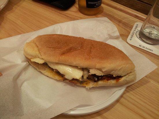 Gino's Snack: panino con polpette, parmigiana di melanzane e provola