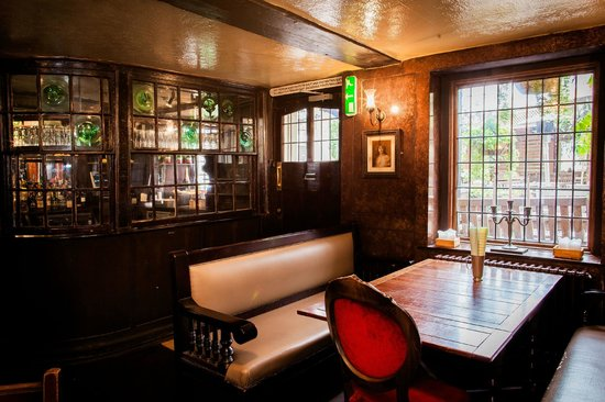 The Flask: Historic interior