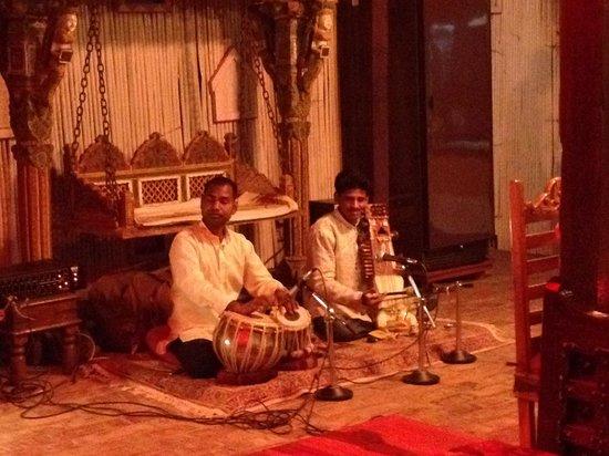 Live music at Shanti Home!