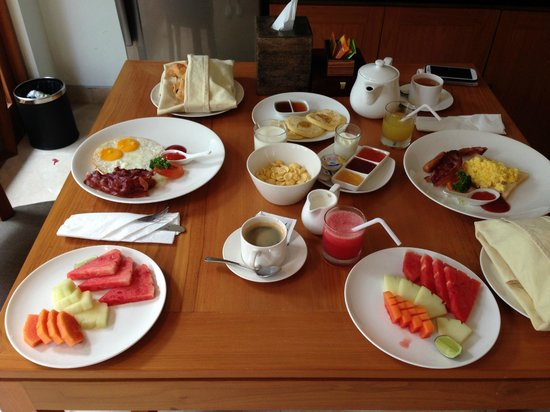 KoenoKoeni Villa: Breakfast served in your room