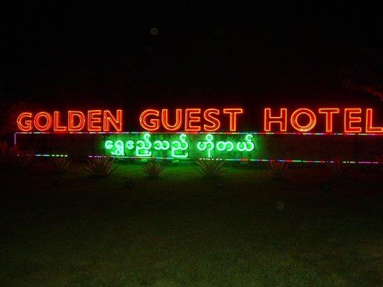 Golden Guest Hotel: Hotel entrance