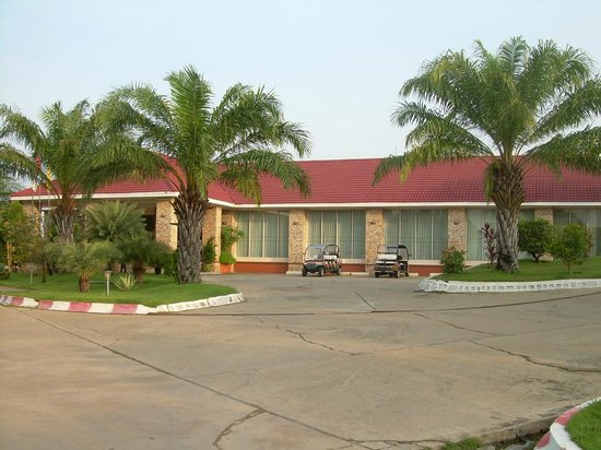 Golden Guest Hotel: Hotel lobby & restaurant with buggies available for guests