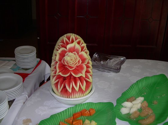 Golden Guest Hotel: Carved watermelon at breakfast buffet