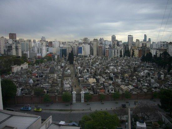 Ayres de Recoleta Plaza: cementerio de la recoleta