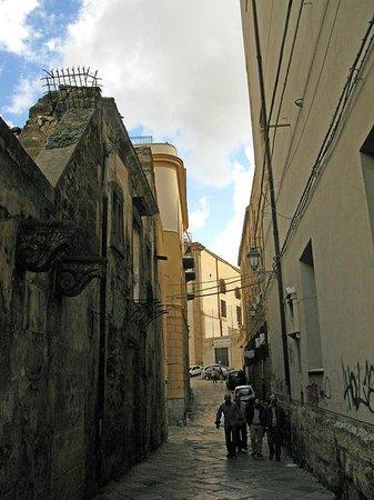 Mercato Ballarò: Дорога,ведущая к Рынку