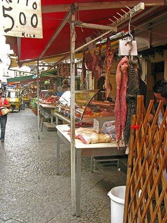 Mercato Ballarò: Мясо,разное и недорогое