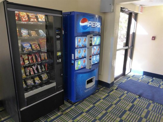 Super 8 Flagstaff: Vending Machines nos Corredores