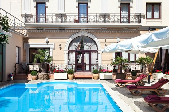 Hotel Otrada: Summer terrase with swimming - pool