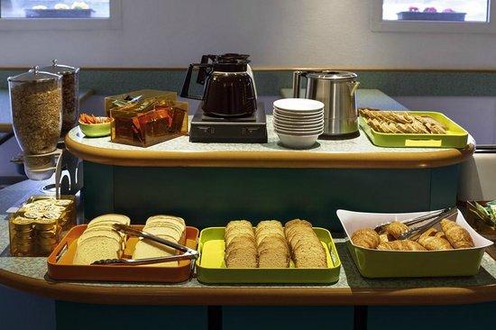 Ibis Budget Pau Est : buffet petit dejeuner