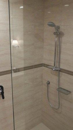 SKYCITY Hotel : Shower