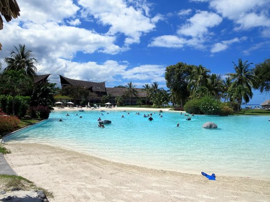 Le Meridien Tahiti: Pool mit Sandstränden