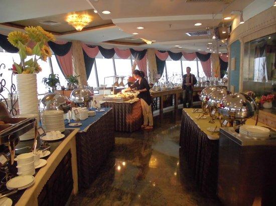 Asia Hotel: 最上階の回るレストランでの朝食