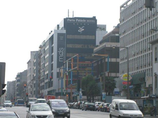 Porto Palacio Congress Hotel & Spa: Расположение отеля.