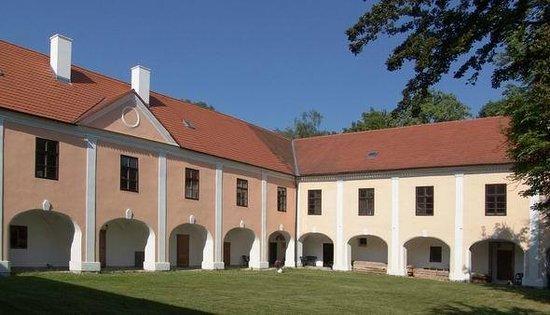 Měšice Castle