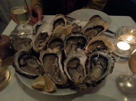 Photo of Seafood Restaurant Atao at 86 Rue Lemercier, Paris 75017, France