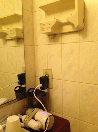 Hotel Shinsaibashi Lions Rock: the original hair dryer broken, a replacment at the bottom