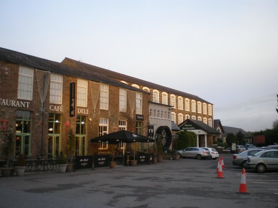 Blarney Woollen Mills Hotel : The hotel and Mill Restaurant