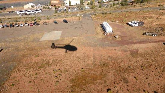 Papillon Grand Canyon Helicopters: Sombra do Ecostar levantando vôo