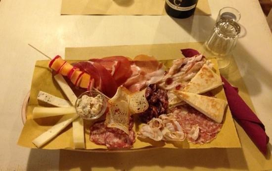 Il Bricco di Vino: tagliere di salumi e formaggi umbri