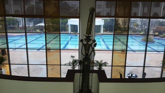 Lemon Tree Hotel, Aurangabad: View of the pool from the lobby