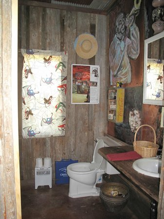 Shack Up Inn: Bathroom
