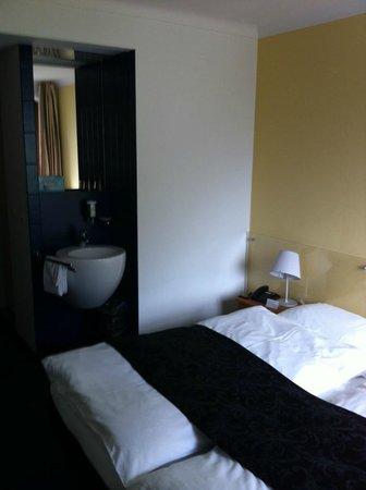 See- und Seminarhotel FloraAlpina: Chambre standard avec coin lavabo