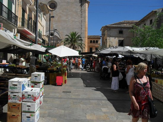 Santanyi Outdoor Market: Centre of the market by the church