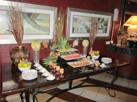 Nike Lake Resort: fruits for breakfast in Nike Lke Resort