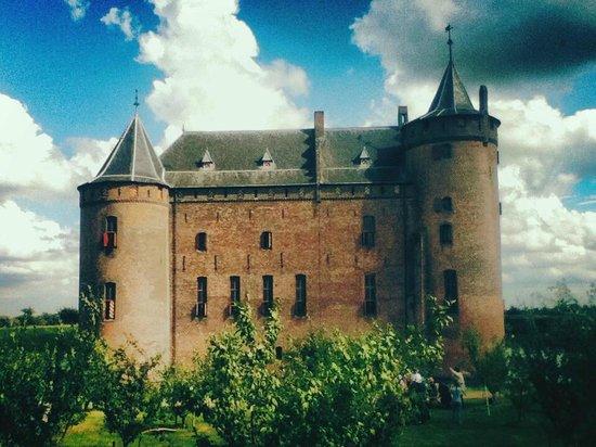 Burg Muiderslot (Kasteel Muiderslot): замок