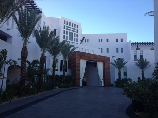 Cabo Azul Resort: Front side view