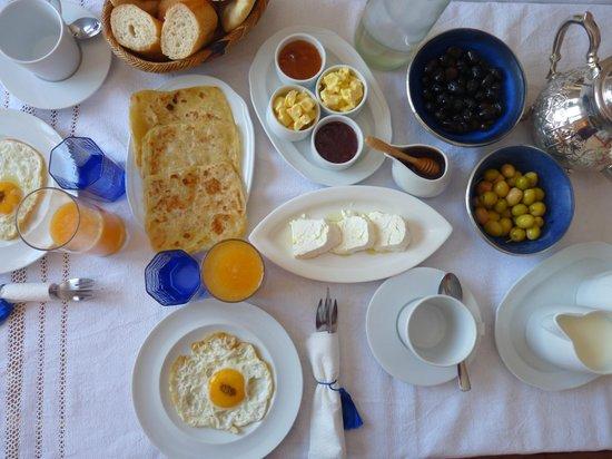 Dar Zambra: Desayuno
