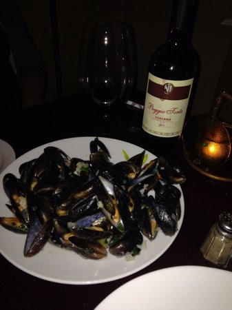 OIiva by Amandine Restaurant : Mussels and wine
