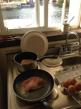 Creekside Inn Islamorada : Fish and eggs for breakfast.