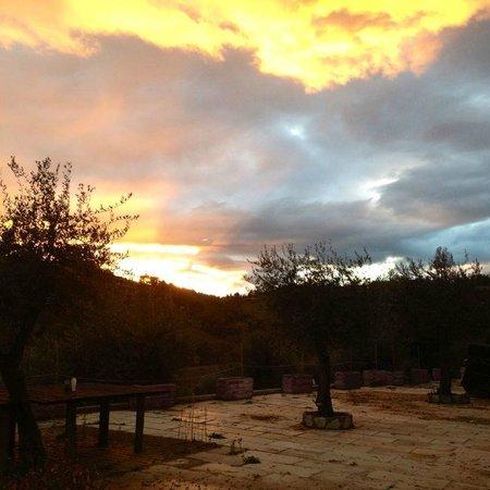 La Valle dell'Olmo Scuro: Un tramonto dalla finestra