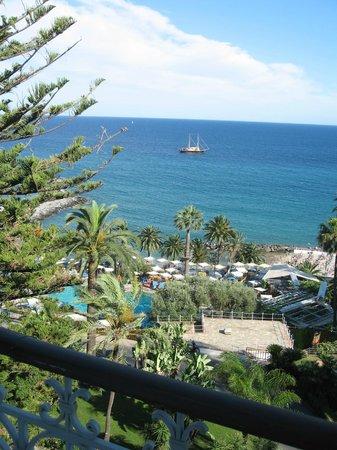 Royal Hotel Sanremo : Вид из окна