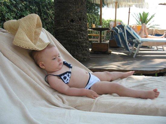Royal Hotel Sanremo : Пляж у бассейна