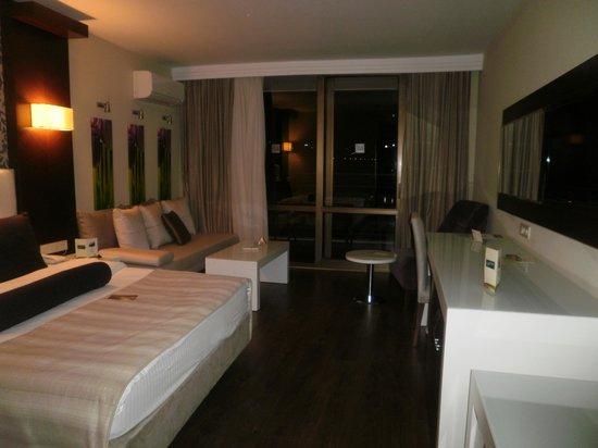 Tusan Beach Resort: chambre avec coin salon