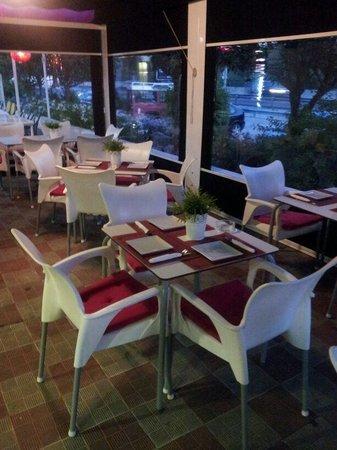 Restaurante waka tapas en marbella con cocina otras for Cocinas marbella