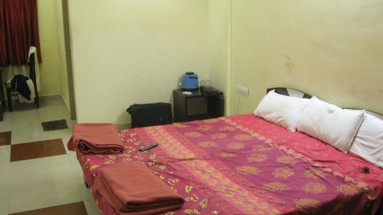 Lilavati Guest House: Double AC room
