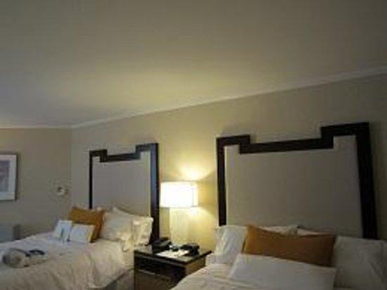 Moana Surfrider, A Westin Resort & Spa: ツインルームの室内