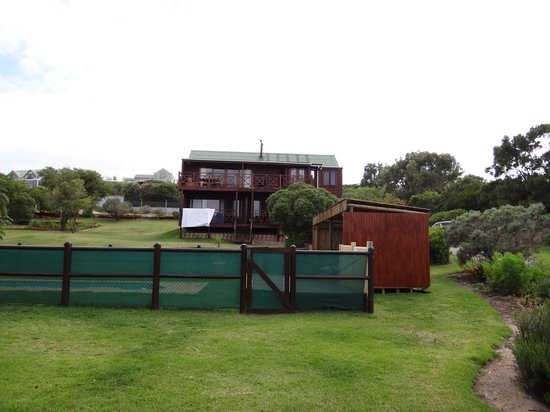 Horizon Cottages: vue depuis la piscine sur les cabanas