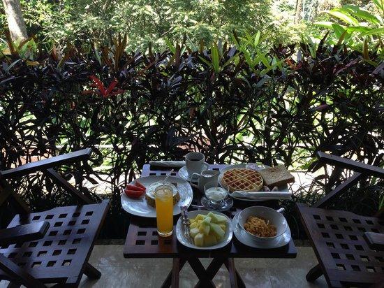 Villa Sarna Ubud : Breakfast on our porch