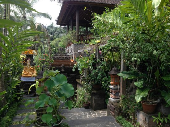 Villa Sarna Ubud : Reception area and some prayer alter